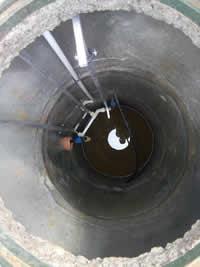 Установка оборудования в шахту колодца
