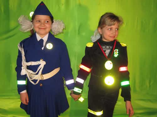 Сотрудники ГИБДД Рубцовска рекомендуют пешеходам иметь при себе предметы, либо одежду со световозвращающими элементами